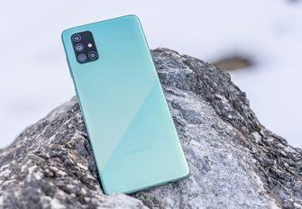 Samsung Galaxy A71 review achterkant