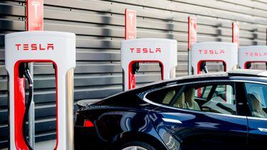 Tesla elektrische auto supercharger