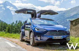 Tesla Model X roadtrip alpen
