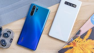 Samsung Galaxy S10 Plus vs Huawei P30 Pro design achter