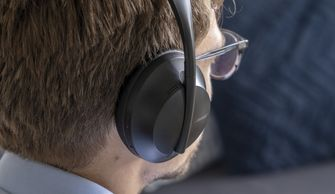 Bose Noise Cancelling Headphones 700 review op hoofd