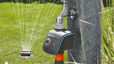 Slimme tuin die automatisch haar eigen bewatering regelt Gardena Smart Water Control