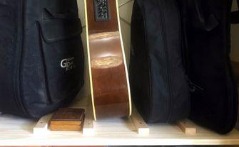 Ikea hack gitaarstandaard