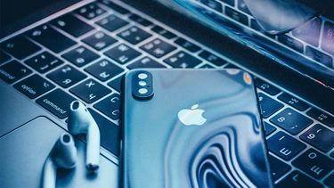 MacBook Pro iPhone Apple