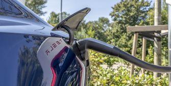 Tesla Model 3 review laden