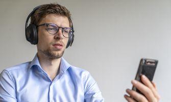 Bose Noise Cancelling Headphones 700 review met hoofd