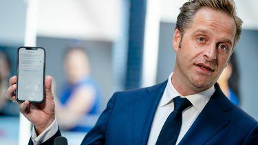 Minister De Jonge activeert update CoronaCheck-app