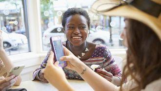 vrouwen smartphone