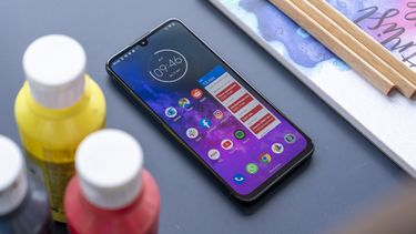 Motorola One Zoom review uitgelicht